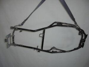 SUZUKI-BURGMAN-ANNO-650-2003-4120010G12000-CADRE-SELLE-SEAT-RAIL