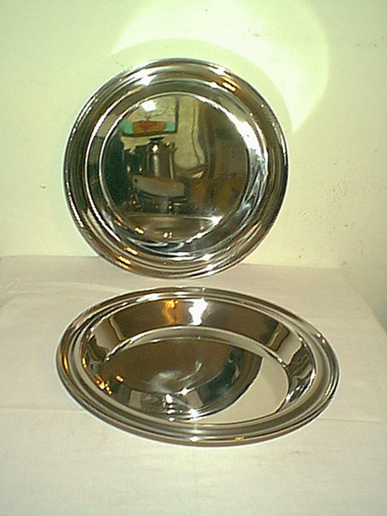NEW SET OF 2 9  ROYAL PRESTEIGE 7 Ply STAINLESS STEEL NO DRIP PIE PANS   PLATES