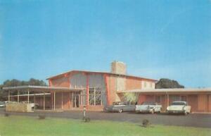 THE-EASTERNER-MOTOR-LODGE-Bordentown-NJ-Roadside-c1950s-Vintage-Postcard