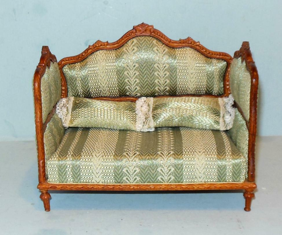 HANSSON DELUXE DAY BED WALNUT CARVED  CA05704  MINIATURE DOLL HOUSE FURNITURE
