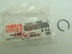 2 NOS Yamaha motorcycle wrist pin circlips 93450-19095 xt350 fzr1000 vmax 1200