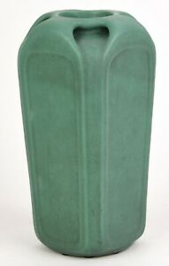 TECO-9-034-TALL-VASE-SHAPE-NUMBER-184-FRITZ-ALBERT-DESIGN