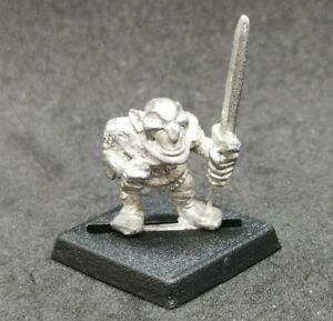 Warhammer Fantasy Goblin Marauder MM30 Gob 22 metal fuera de 1988 espada espadachín