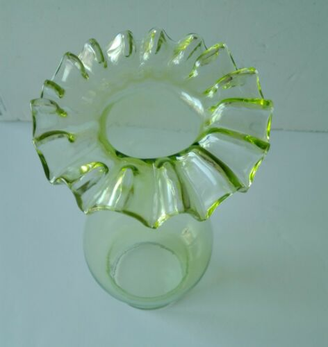 """Lime Green Glass Frill Top Chimney Electric 2 1//2/"""" fitter Oil lamps"""