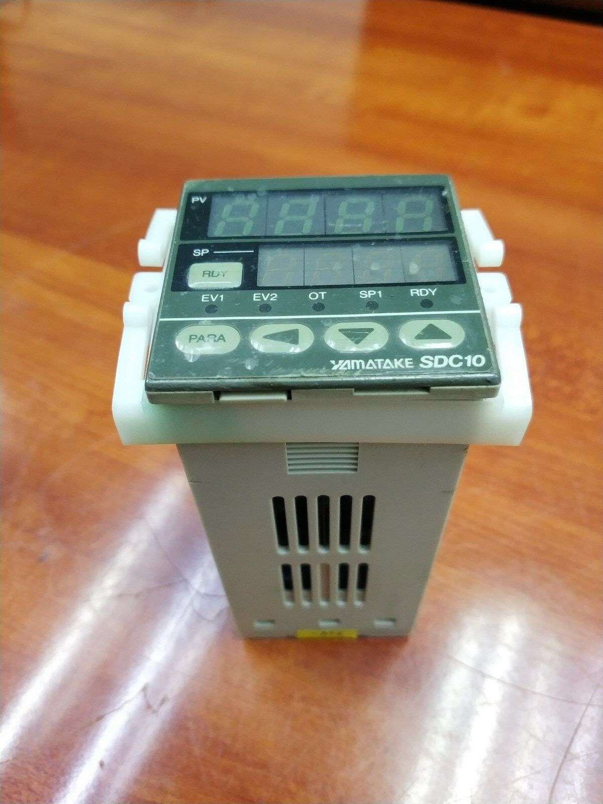 Yamatake SDC10 C10T6DTA0100 Temperature Controller