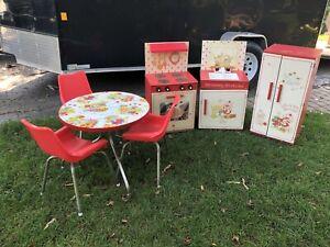 Vintage Strawberry Shortcake Child Size Kitchen 1980s Stove Sink Fridge Table Ebay