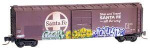 ATSF-Santa-Fe-50-039-Standard-Boxcar-Weathered-amp-Graffiti-MTL-505-44-310-Z-Scale