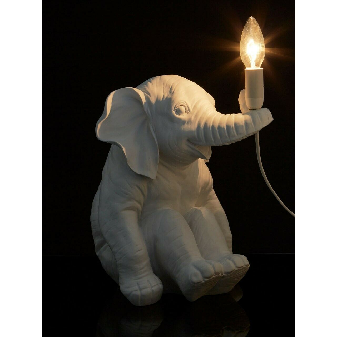 Elephant Table Lamp Weiß Sitting Animal Sculpture Candle Bulb Ambient Lighting