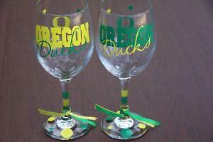 Oregon-Ducks-Wine-Glass-Set-Sports-Bar-Glassware-Football-Go-Ducks