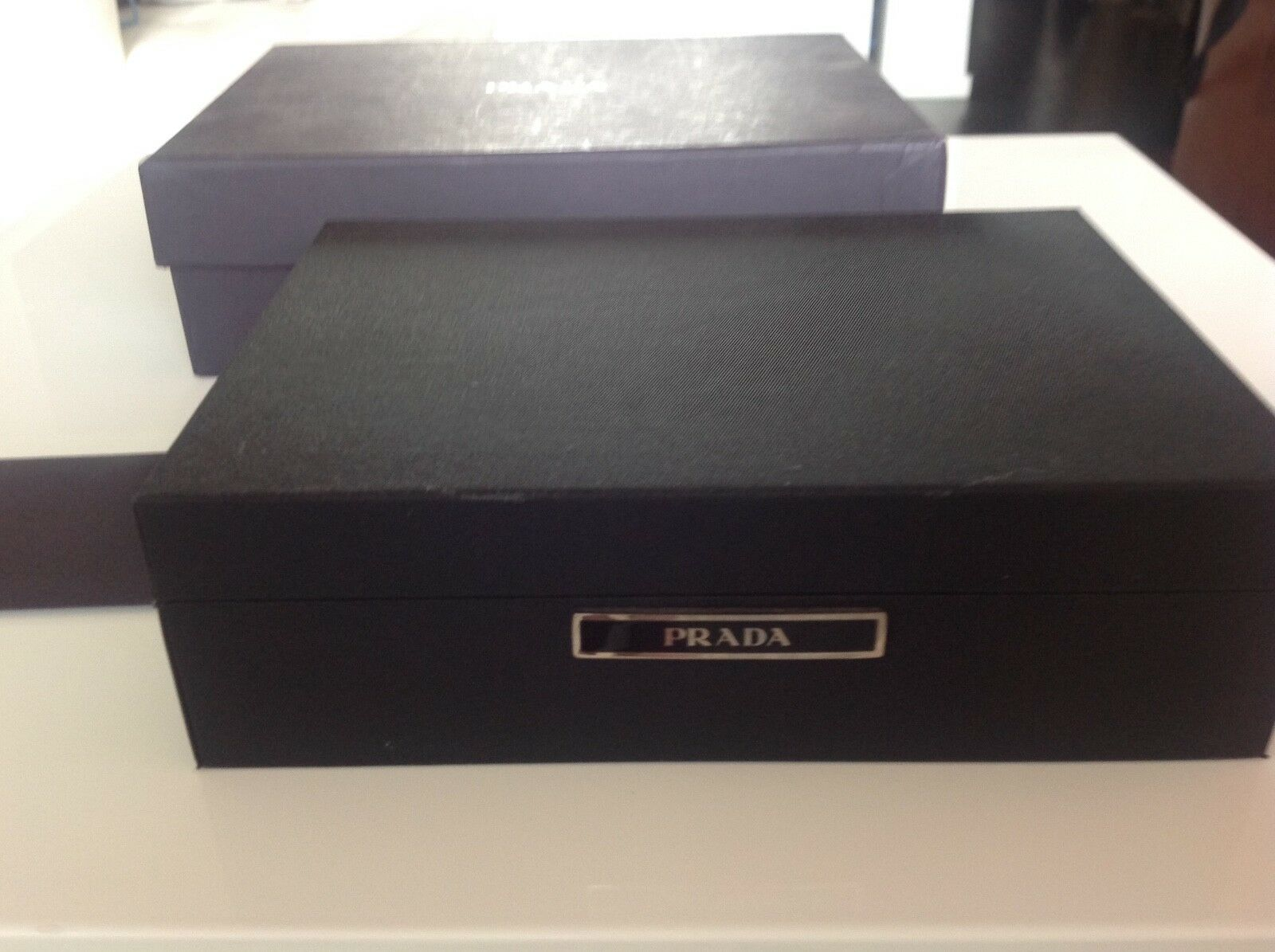 VERY RARE  PRADA UNIQUE GIFT  2  Sets of Playing autods in a Prada scatola.  grande vendita