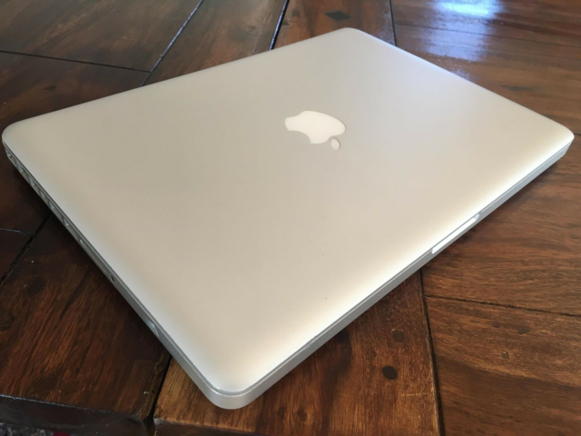 MacBook Pro, 13-inch, 2.5 GHz, 4 GB ram, 500 GB harddisk,…