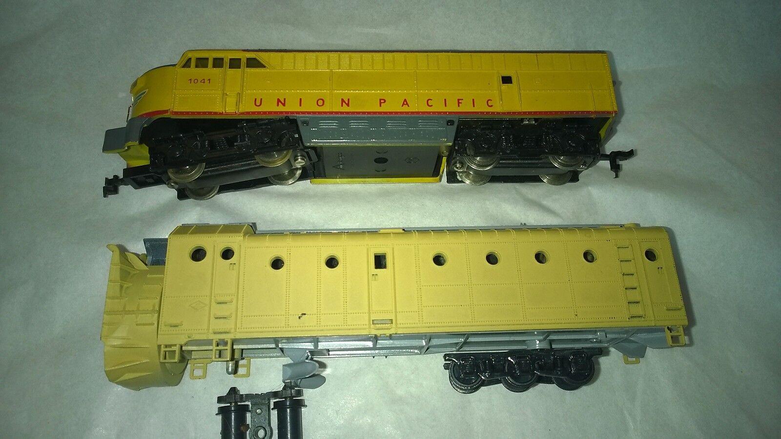 UP  AHM Diesel  + Athearn Snow plow -  EA0-9083