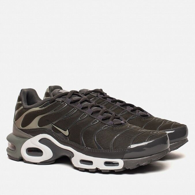 MEN,S NIKE AIR MAX PLUS KHAKI   DARK Grün 852630-300