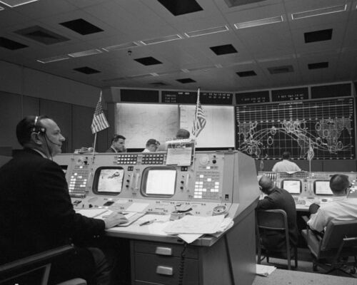 CHRIS KRAFT MONITORS RECOVERY OPERATIONS FOR GEMINI 6A  8X10 NASA PHOTO AA-589
