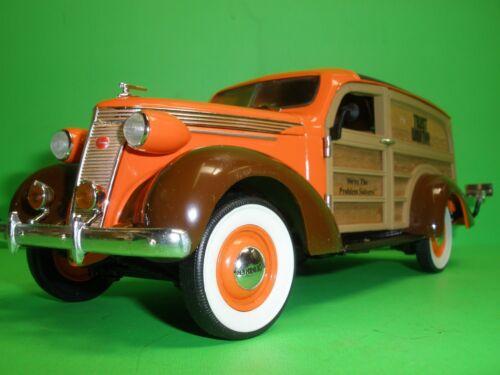 1937 STUDEBAKER WOODY PANEL TRUCK Trust Worthy Hardware 1:24 CROWN PREMIUMS MIB
