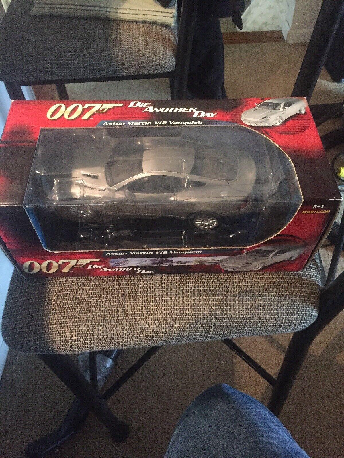 James Bond 007 Aston Martin V12 Vanquish Muere otro día 1 18 RC2