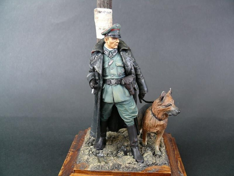 German Officer with dog Resin Figure - Built 1 16 scale