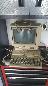 Vintage-Apple-IIE-2E-Computer-Dbl-Floppy-Disc-Drive-Monitor-Manuals-Mouse