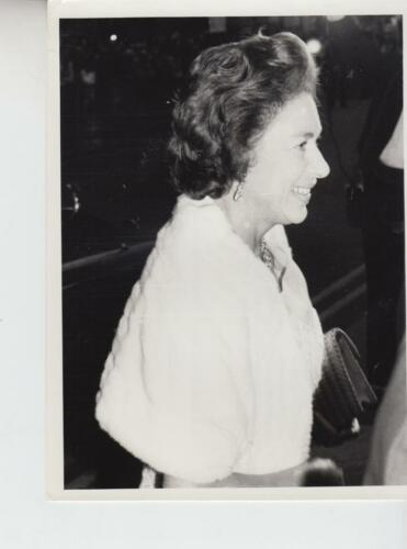 Ladies night. Princess Margaret arriving for the show 7378 Press Photo