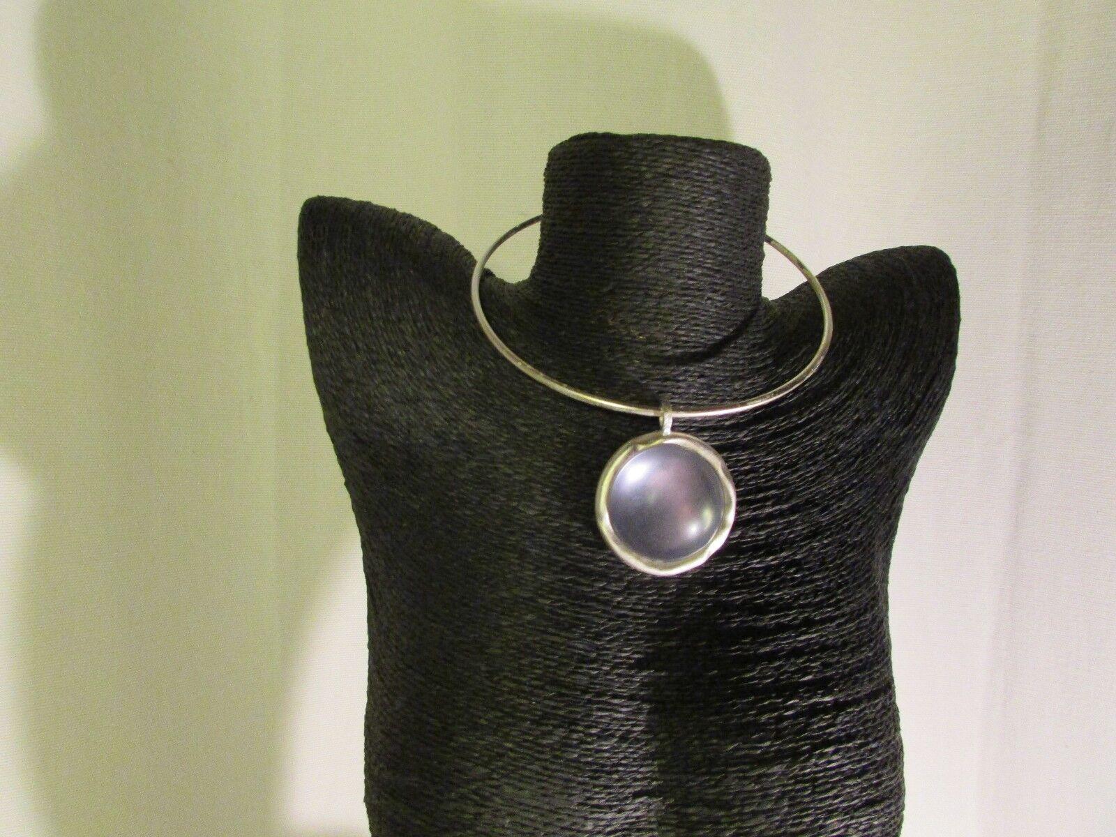 Collier torque biche de bère  métal silveré et cabochon blue transparent