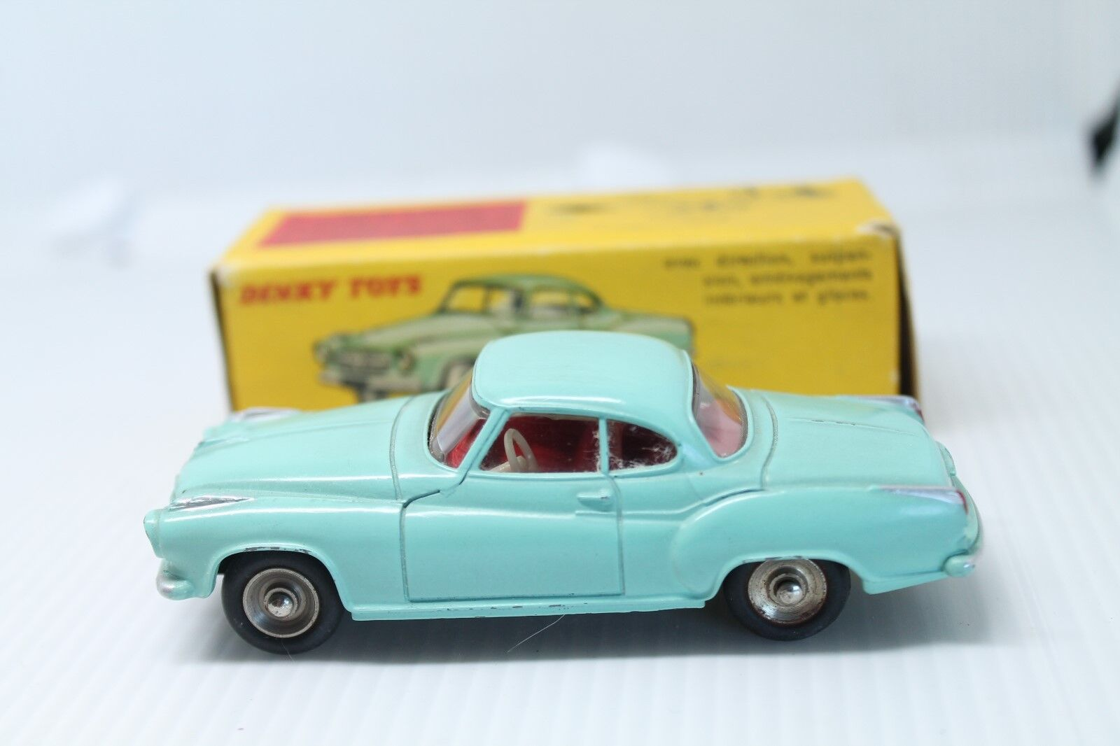 DINKY TOYS 549  BORGWARD ISABELLA COUPE  1 43  OVP ( FRENCH DINKY )