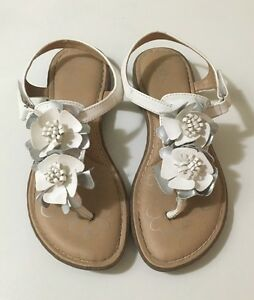 334928adb Youth Girls BOC Born White Leather Flower Thong Sandals Padded ...