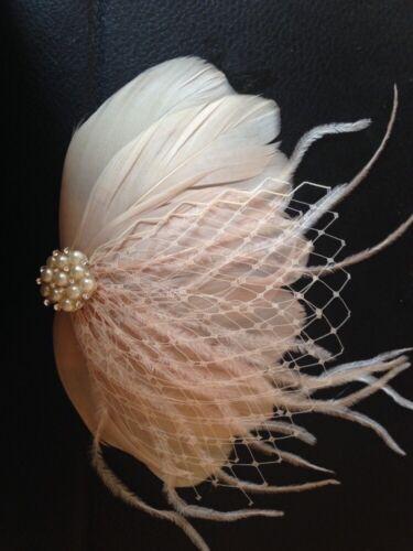 Style Vintage Nude Plume Sur Un Peigne Pour Mariage Pearl Jewel