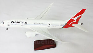 QANTAS-DREAMLINER-787-LED-CABIN-LIGHTS-amp-WHEELS-STAND-45cm-RESIN-NEW-LOGO