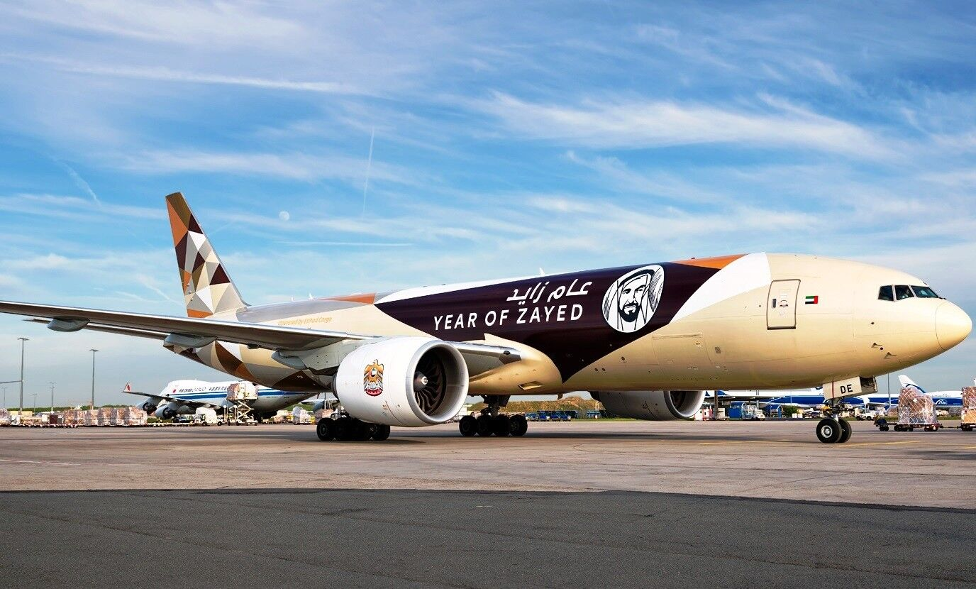 JC WINGS JC2137 1 200 ETIHAD CARGO B777-200LRF YEAR OF ZAYED A6-DDE WITH STAND