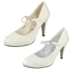 Anne-Michelle-Mujer-Deslumbrante-Trajes-de-Novia-Zapatos