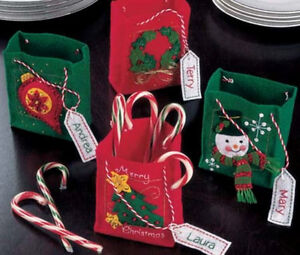 CHRISTMAS-MINI-GIFT-BAGS-or-PARTY-FAVORS-BAGS-FELT-KIT-NEW