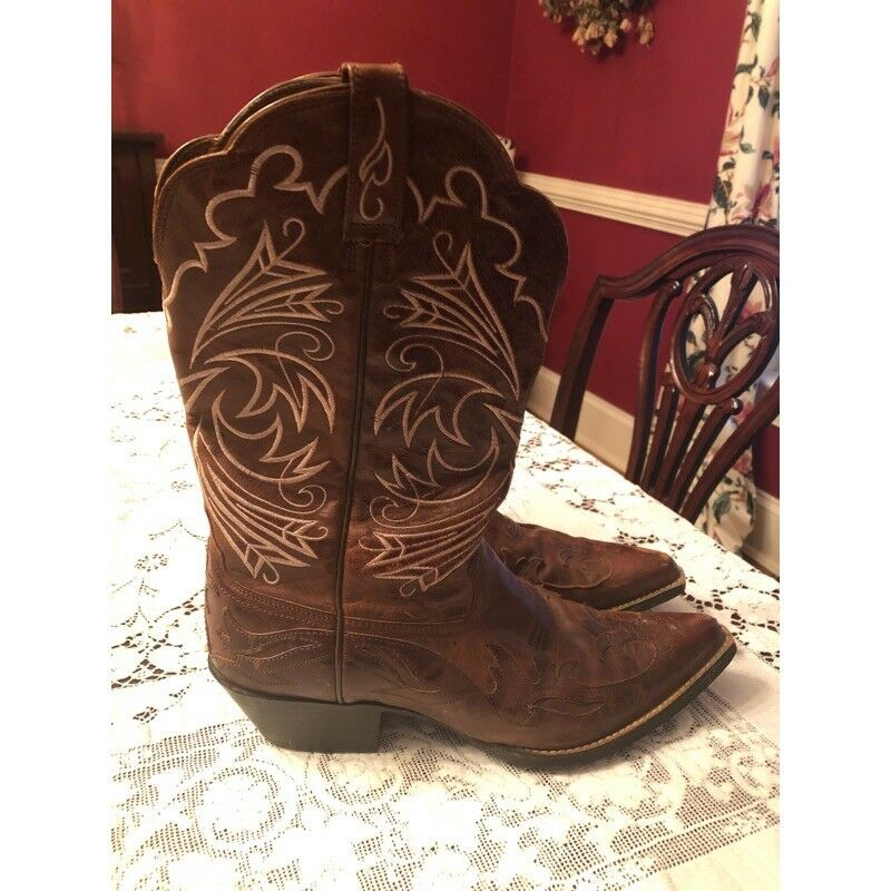 Ariat Cowgirl Boots Size 9.5
