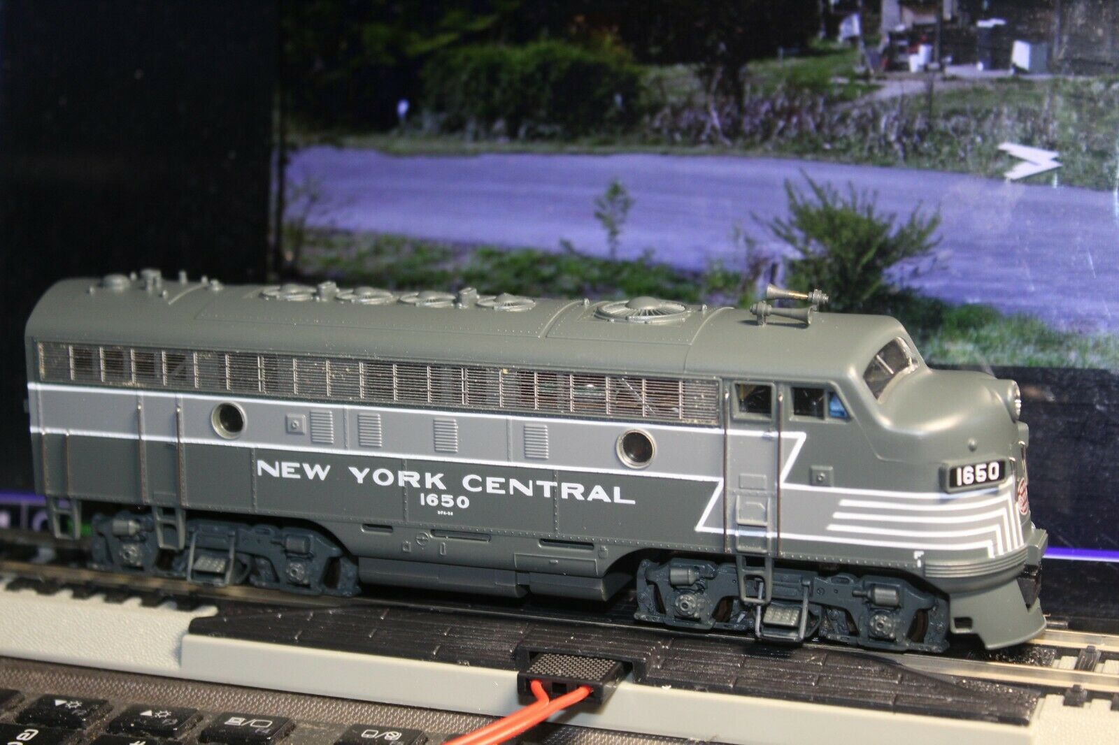 F7A LOCOMOTIVE 1 87 HO Scale BUIL4 LAYOUT RTR NYC MRC PLATINUM SERIES INTERIOR