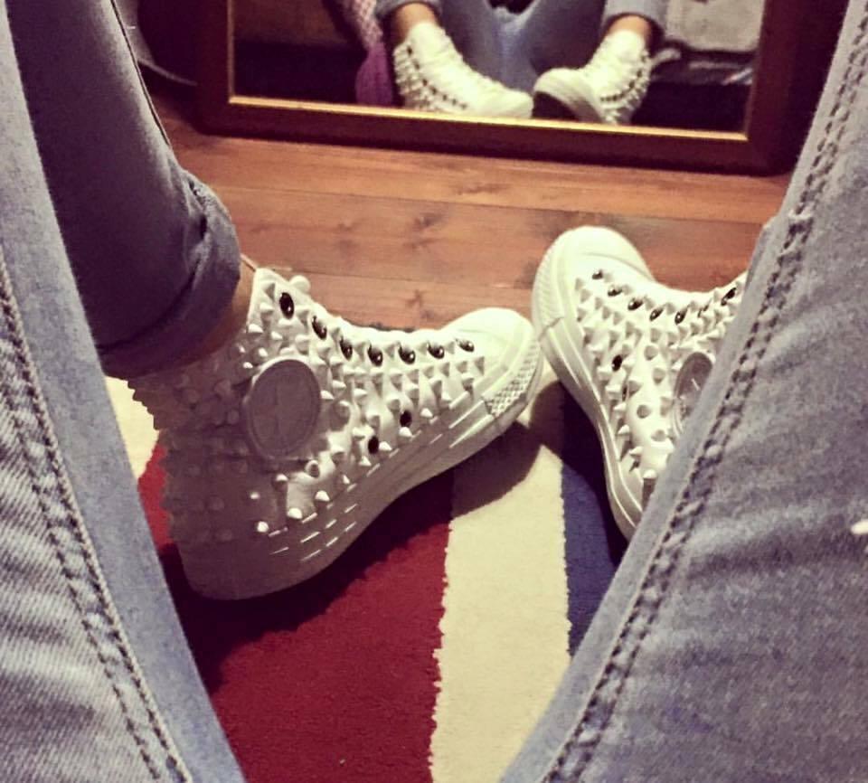 Los últimos zapatos de descuento para hombres y mujeres Converse Bianche Alte Monochrome All Star Borchiate Bianche Borchie Full Studs