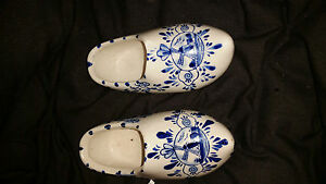 PAIR-OF-HAND-PAINTED-BLUE-AND-WHITE-PORCELAIN-POT-AMSTERDAM-CLOGS