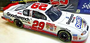 Kevin-Harvick-2001-Monte-Carlo-29-GM-Goodwrench-Service-Plus-OREO-Show-Car-1-24