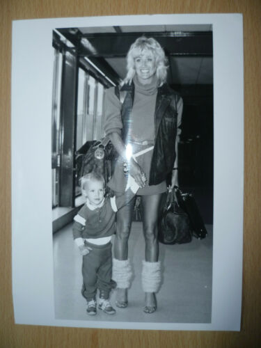 100% Org Press Photo Man Utd player GEORGE BEST's Wife ANGIE Best & Son CALUM