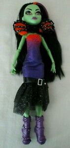 """Monster High """"Casta Fierce Witch"""" doll complete with original Outfit"""