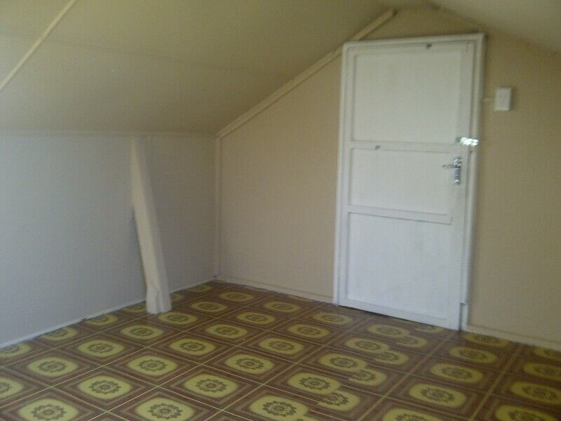 Unfurnished Upstairs Room in to rent in House Pearson Street in Central