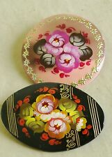2 Russian traditional lacquered brooches pins w/ floral flowers hand-painted B3