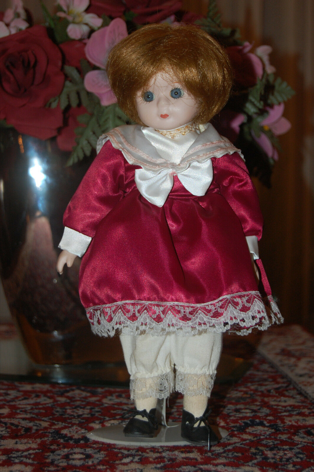 Vintage Europe Vtg Vtg Vtg Porcelain Doll rot Satin Dress 30 CM 02bfa5