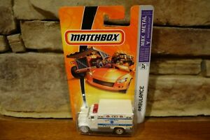 2006-Matchbox-Ready-For-Action-MBX-Metal-37-Ambulance-k2600-0910