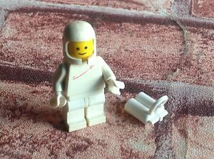 Space man Pink Lego figure man woman alien vintage style astronaut brand new