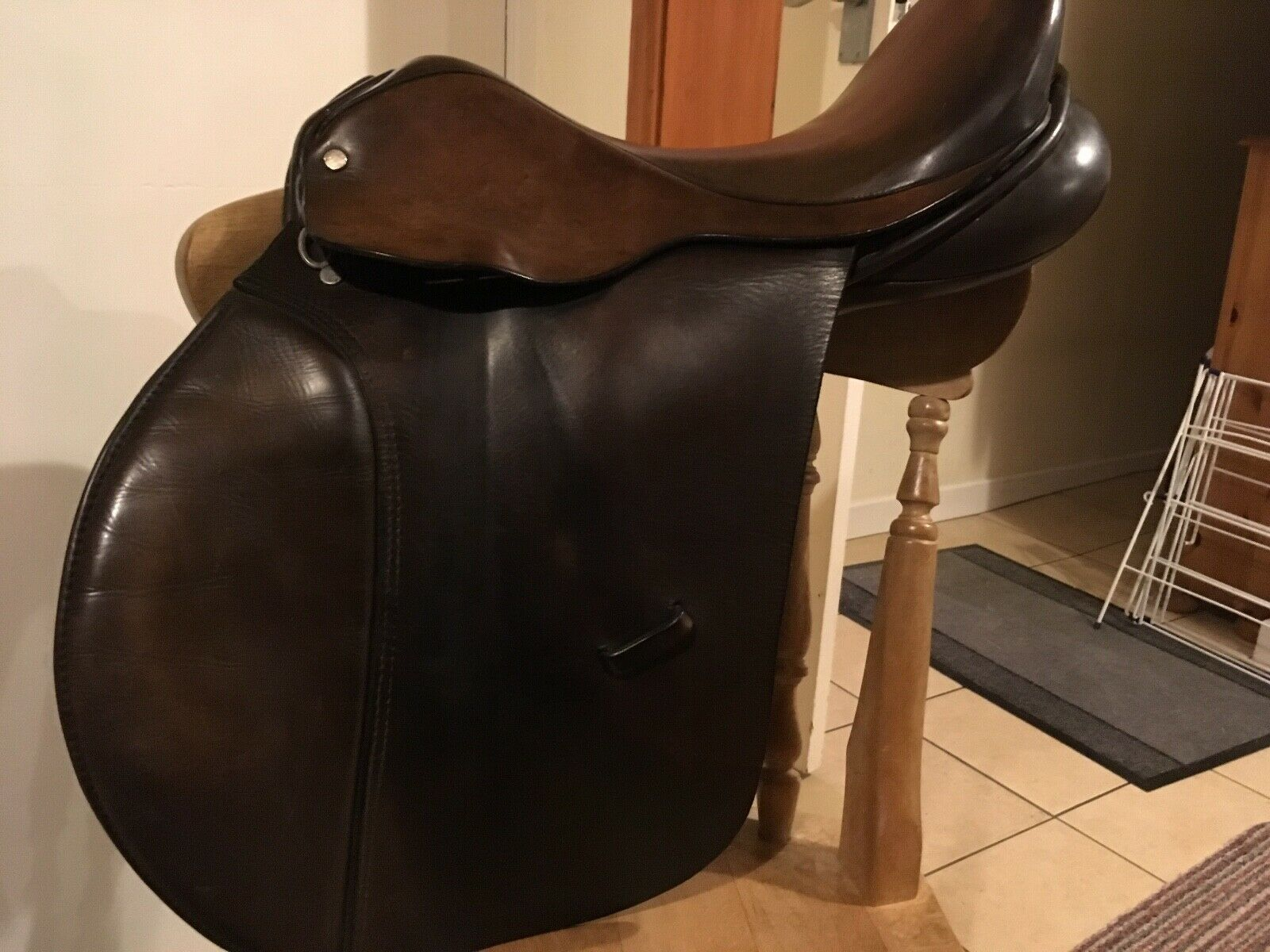 Good quality English leather and tree 17  medium fit GP saddle