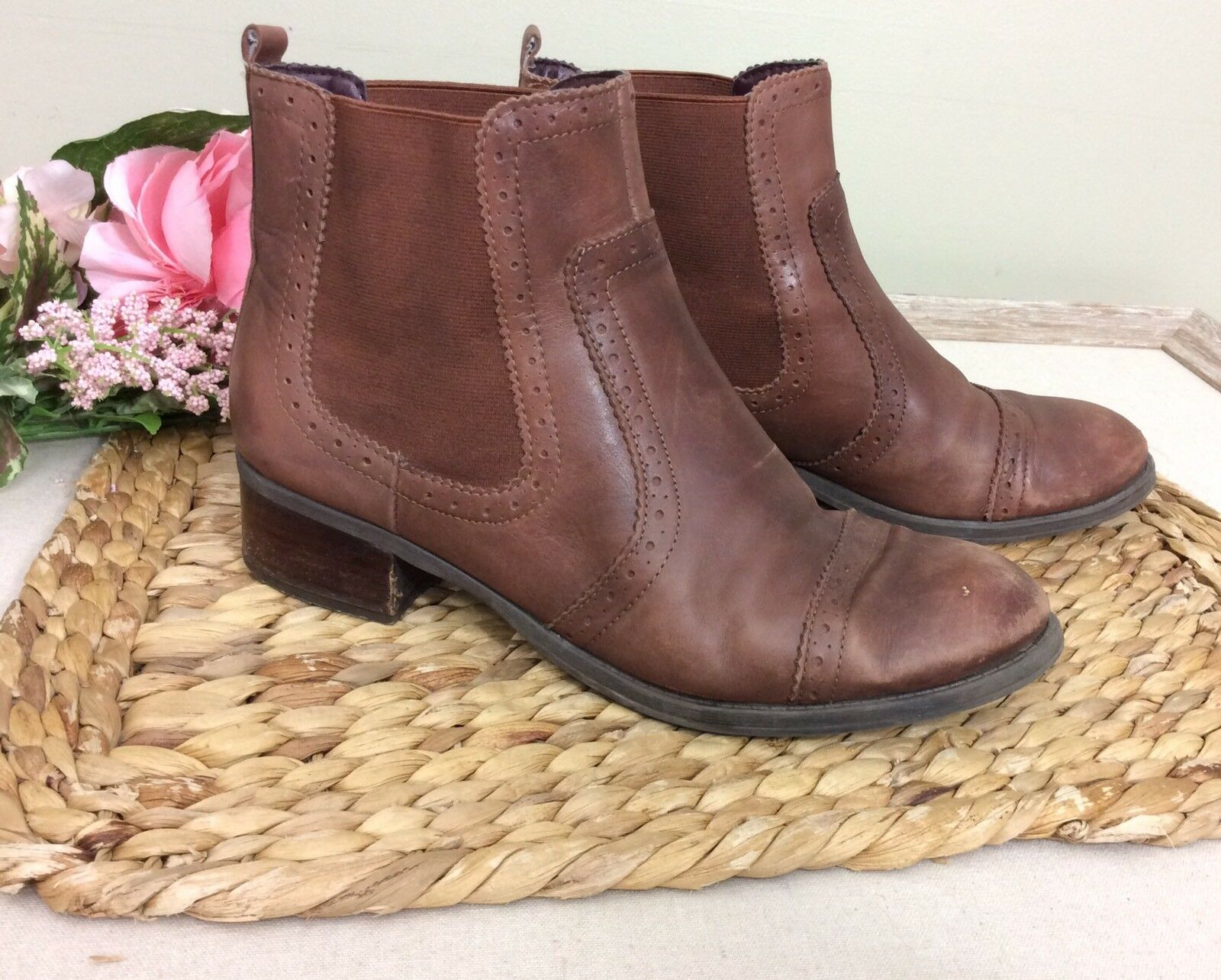 Womens Tommy Hilfiger Distressed Leather Ankle Boots sz 9.5 Brogue Detailing