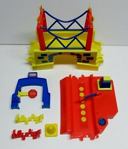 LITTLE-TIKES-RANDOM-LOT-OF-MISC-PARTS-IN-DECENT-CONDITION