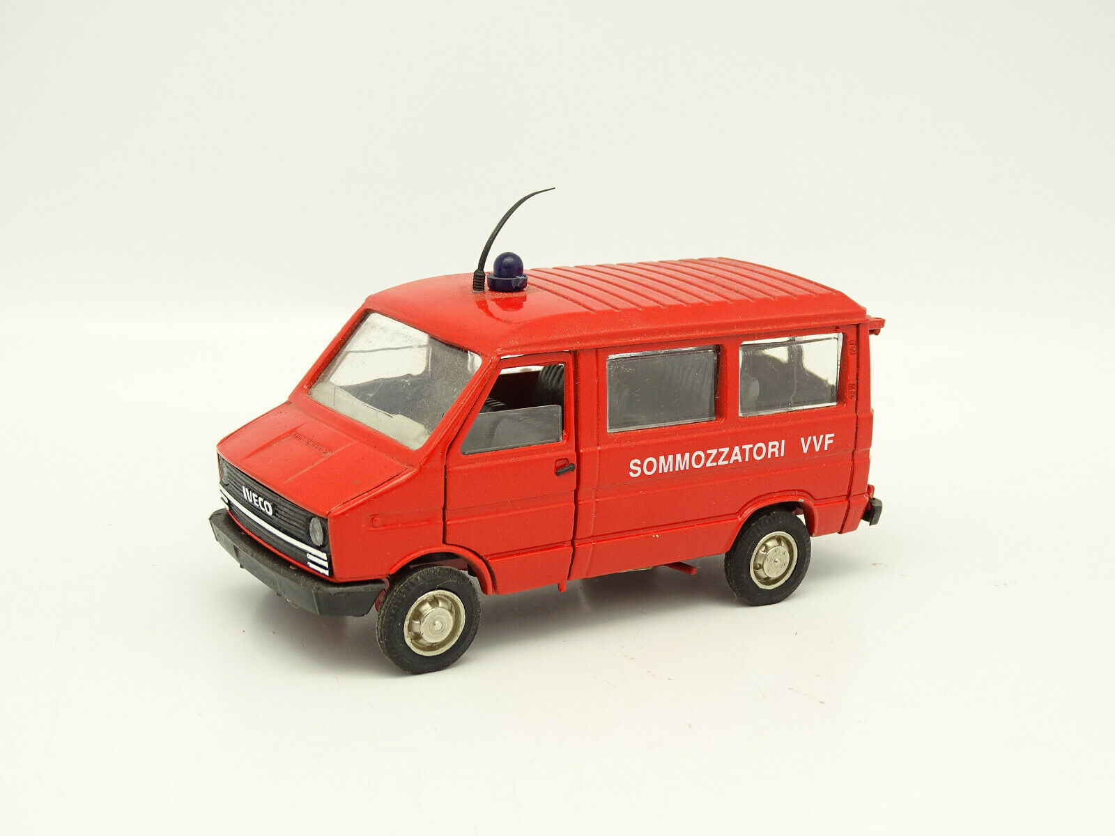 Old cars 1 43 - fiat iveco daily van Divers Firemen