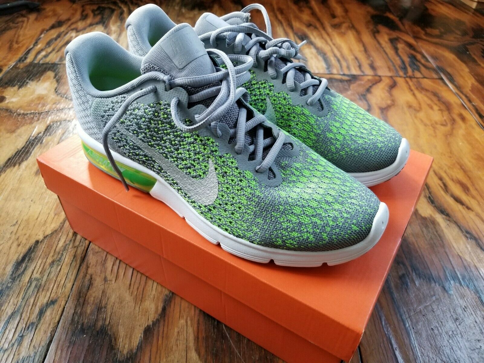 Nike Air Max Sequent 2 - Stealth Metallic Silver - Size 10 - (852461-003)