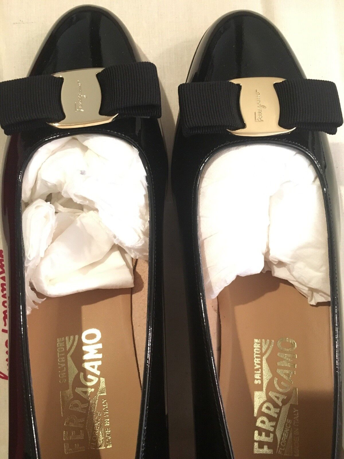 Women Salvatore Salvatore Salvatore Ferragamo Boutique Vara Bow Black Patent Leather Pump shoes 40 8ee249
