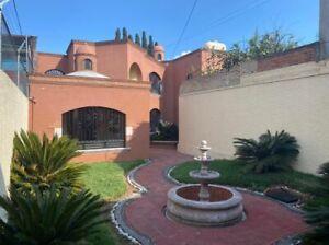 Casa en venta en la Felix Ireta de 711 mts2 y amplio jardin